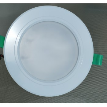 900 lumen, 9-watt LED downlight (fits 102-138 mm cut-out)